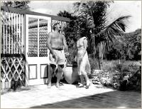 Hemingway_at_pool_198_151_s_cy_c_c_0_0_100_bor1_c3b8a5
